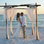 Weddings in Florida during sunset in Seista Key.