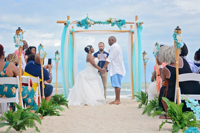 Nautical Knot wedding arch in St. Augustine with couple