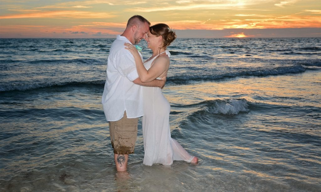 Couple gets married on Daytona Beach saying vows in the surf