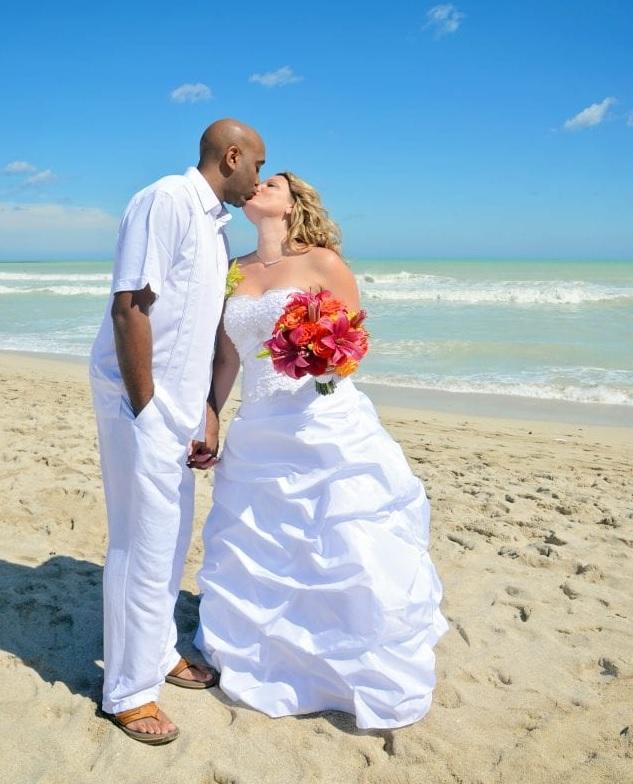 Boynton Beach couple kisses at wedding